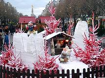 Village_de_Noël_sapins_floqués_rouge_Rei