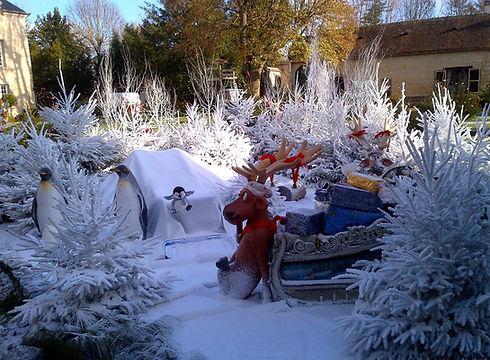 Décor sapins floqués neige artificielle Regular Snow