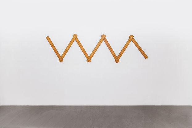 三步尺(Three Steps Ruler),2014 , 铜、木、油漆,8x5