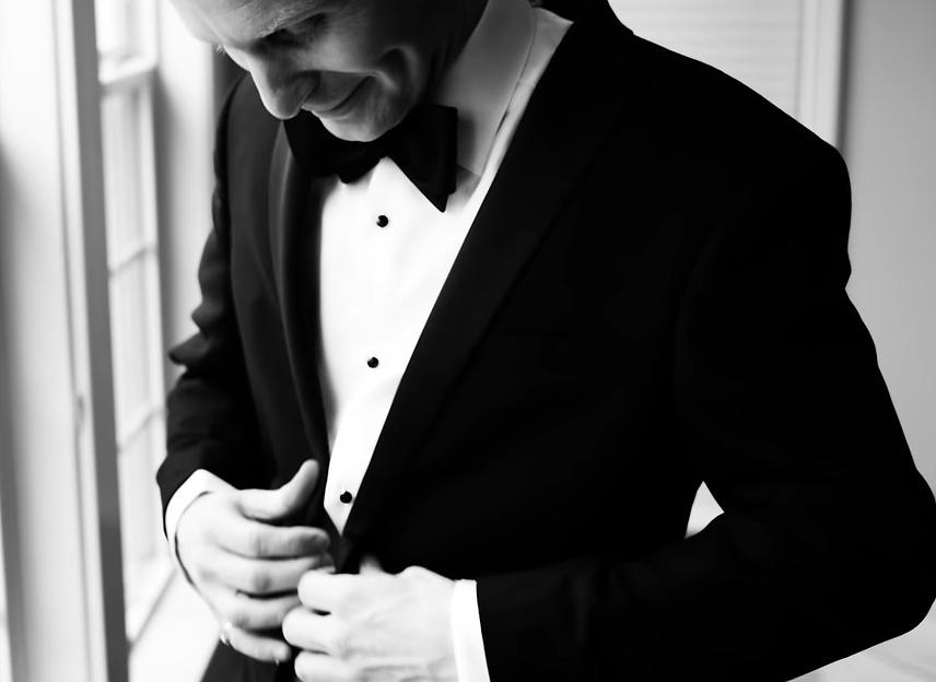 Wedding photo groom tuxedo