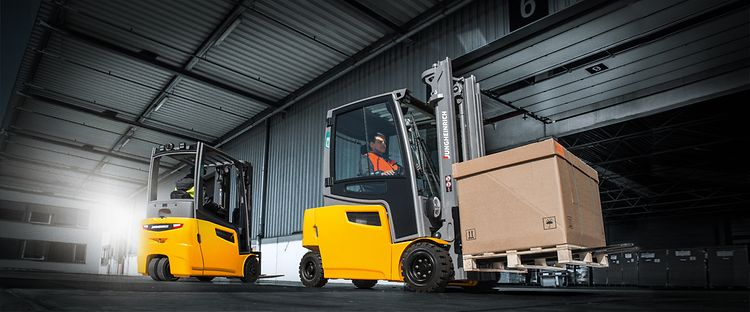 stage-forklifts