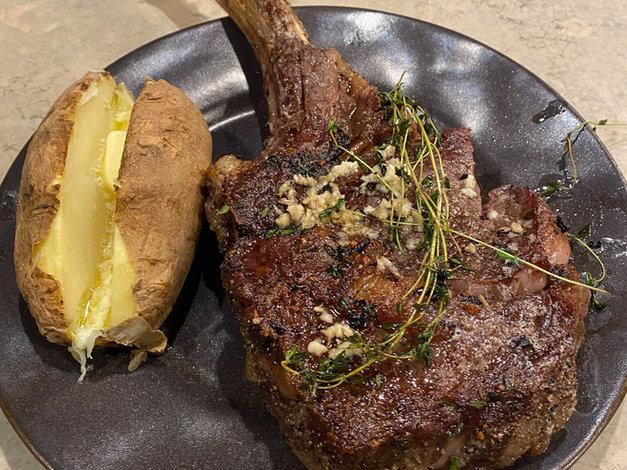 Dale's Tomahawk Steak