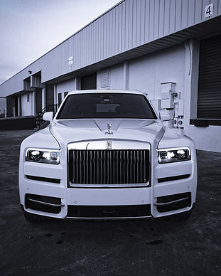 Rolls Royce Cullinan in Aspen white with