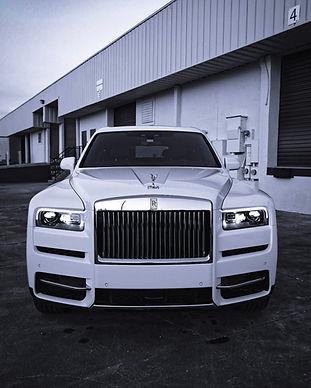Rolls Royce Cullinan in Aspen white with
