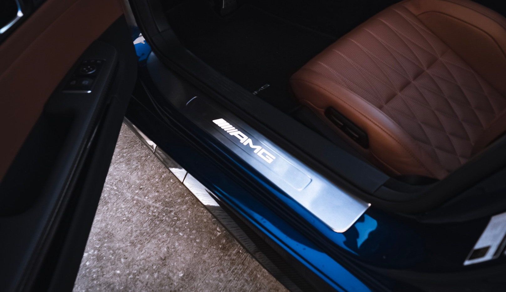 Mercedes AMG GT C door sill