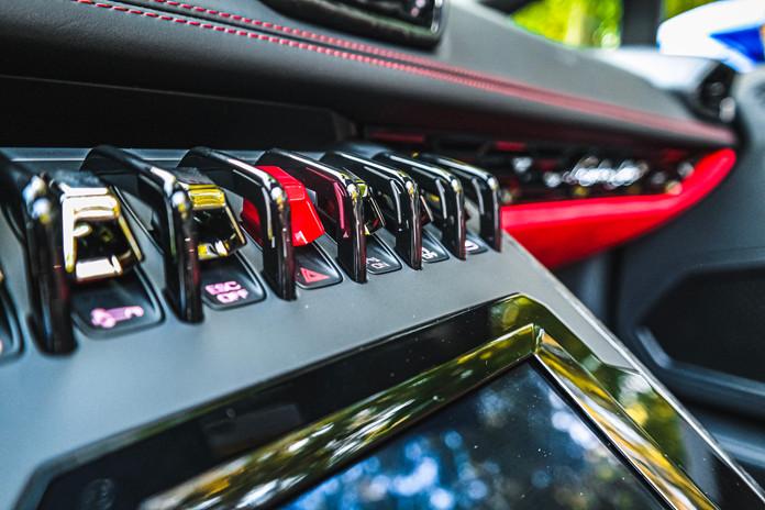 2020 Blue Lamborghini Huracan EVO Interi