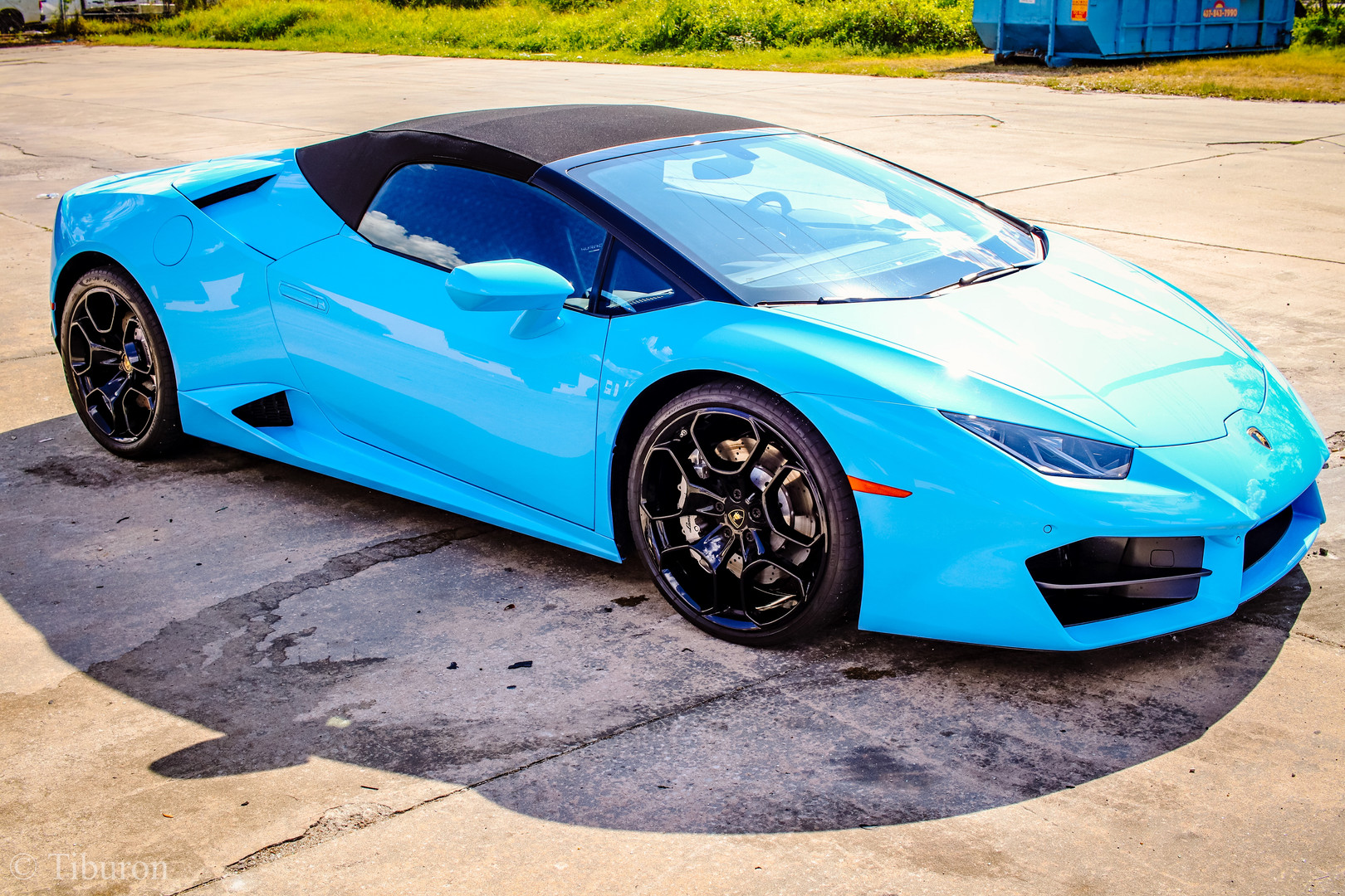 Huracan Spyder outside