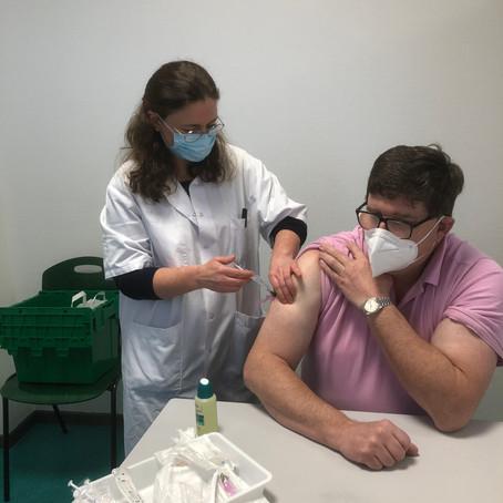 La vaccination Française accélère (d'abord doucement)