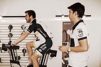 Laboratorio Aethos. Por medio del protocolo F.I.S.T se te estudiarán diferentes posiciones para tu bicicleta de montaña mediante el Guru Fit System.