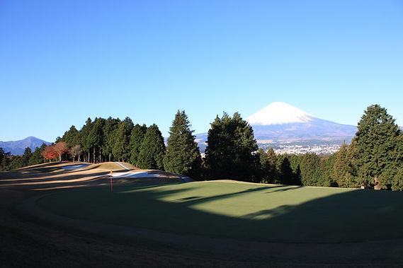 富士カントリークラブ18番ホールより富士を臨む.JPG