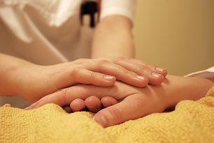 hands-736244_eliola auf Pixabay.jpg