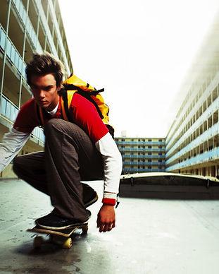 Skateboarding adolescente