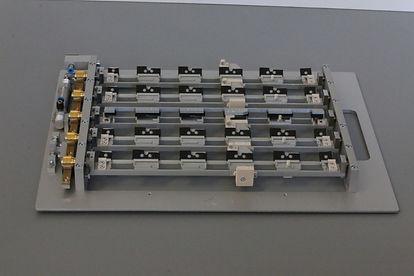 Bauteilaufnahme für Vibrationsmotoren aus Mobiltelefonen zur X-ray prüfung. z.B. für Apple Iphone