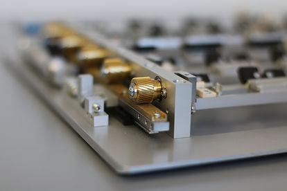 Bauteilaufnahme für Vibrationsmotoren zur X-ray prüfung. z.B. Apple
