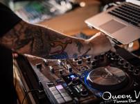 NOCHE CON DJ's