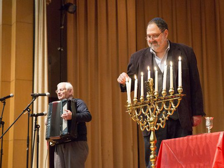 Keneseth Israel in Cheltenham hosts annual Hanukkah dinner
