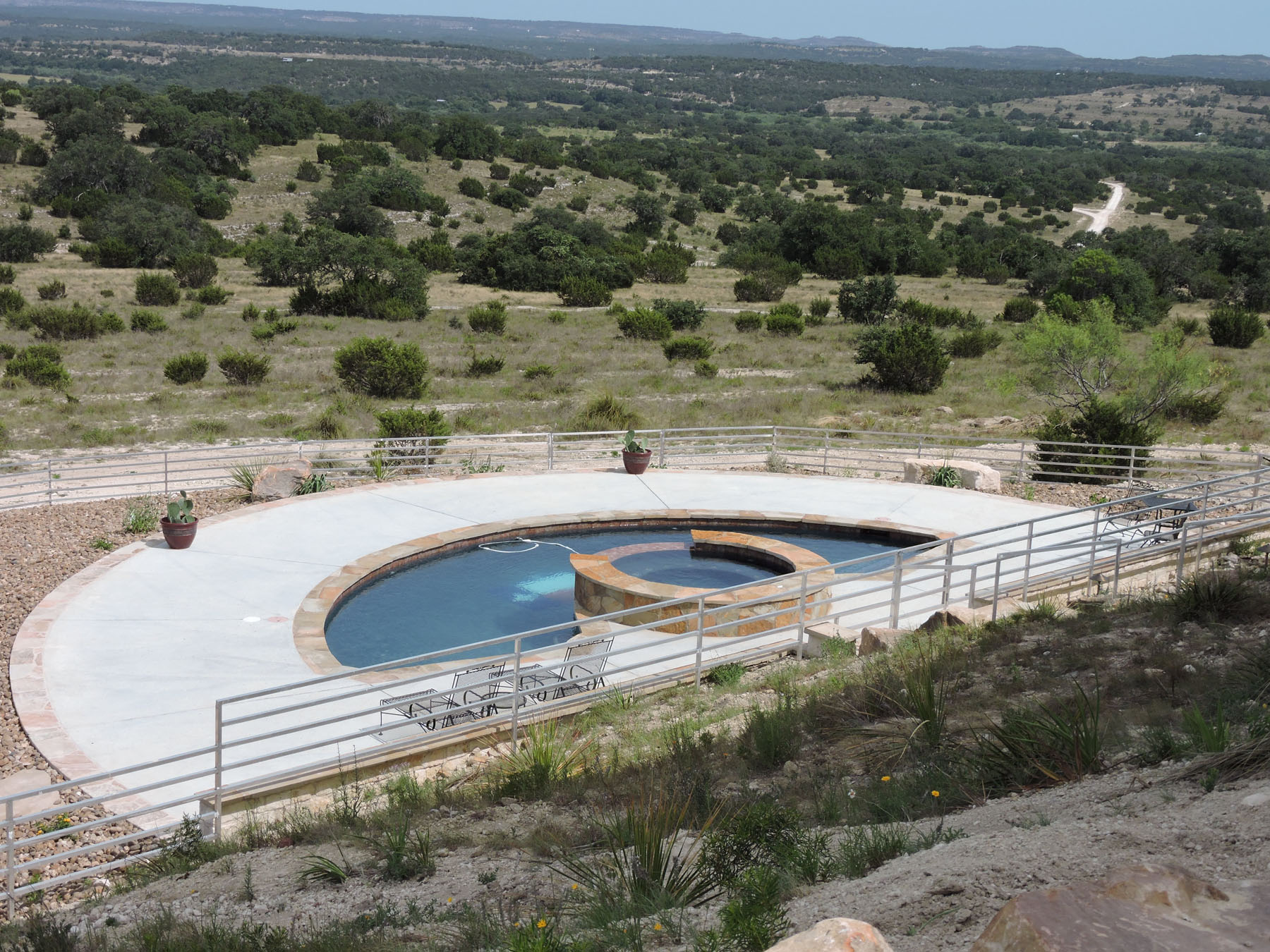 Arc de Texas Pool