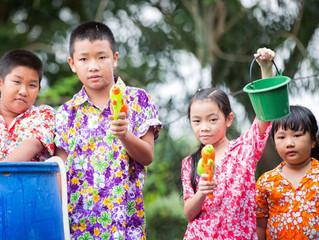 สงกรานต์ไทย กับ เสื้อลายดอก