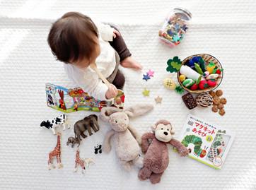Acalmando o corpo antes de acalmar a mente: estratégias sensoriais para crianças afetadas por trauma