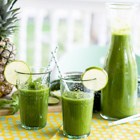 ST. PATRICK'S DAY TROPICAL GREEN SMOOTHIE