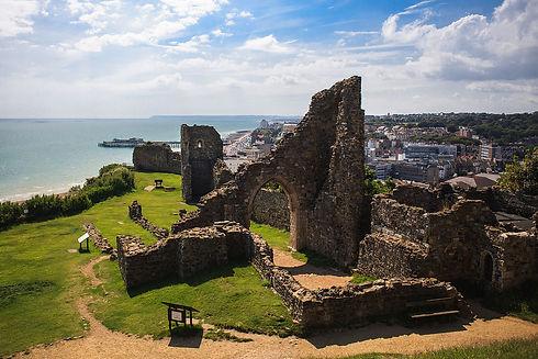 1280px-Hastings_Castle_2012-07-28.jpg