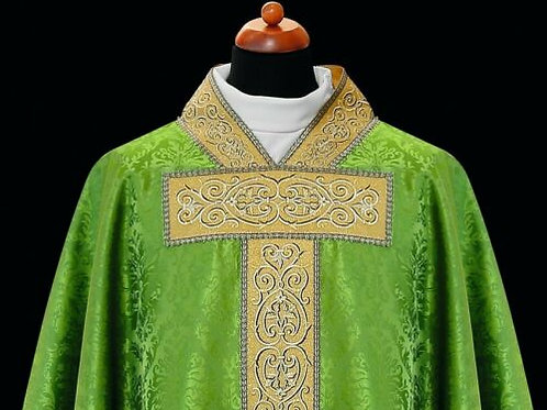 Elegant Chasuble Rich embroidered Green