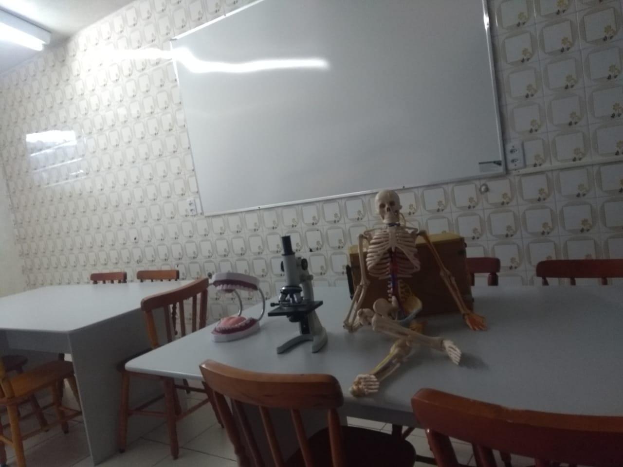 Laboratório de ciências (2).jpeg