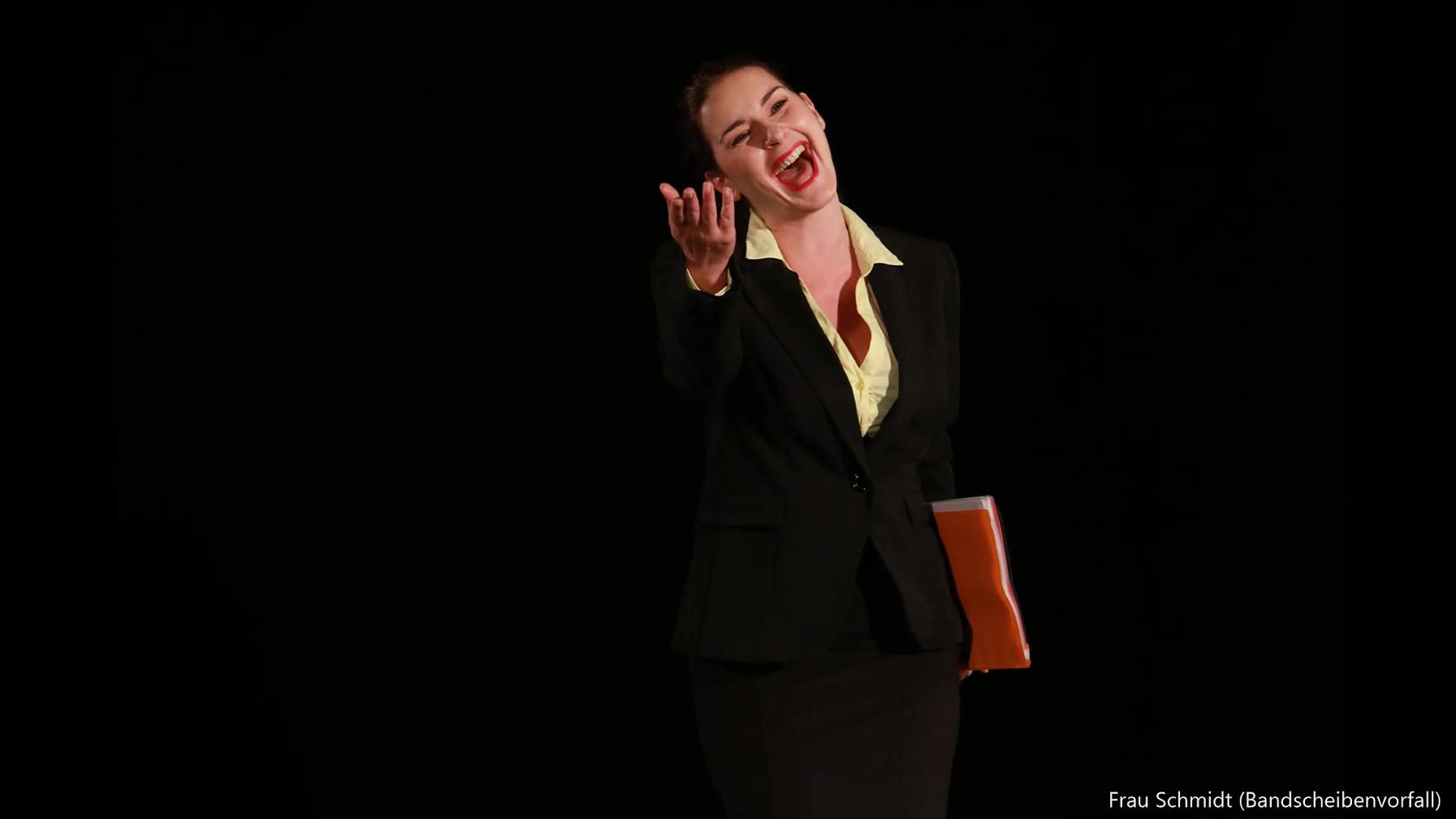 Daniela Mutafova als Frau Schmidt 1.mp4