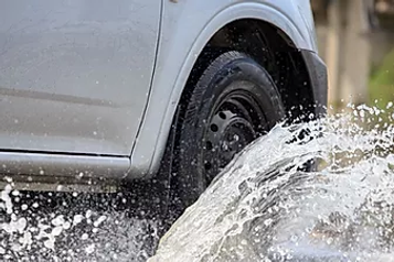 Smart-Drain-roadside-car-splash.webp