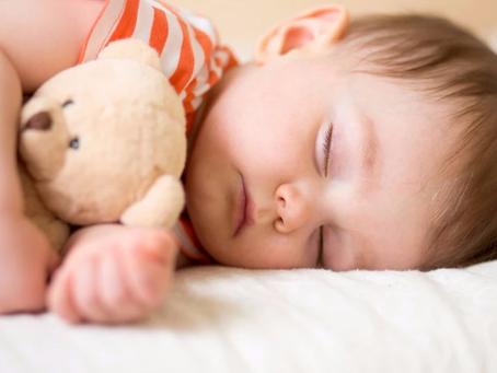 Sommeil de bébé : de 9 à 17 mois