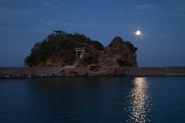 満月の拝所(沖縄本島)