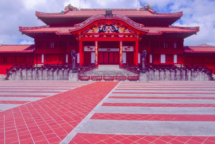 首里城・御庭(うなー)と正殿