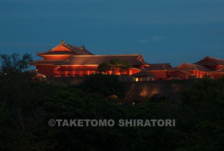 宵の首里城(龍潭池からの眺望)