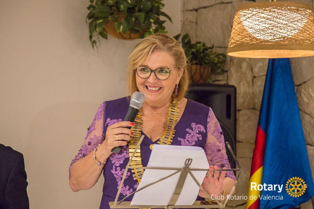 Ceremonia de cambio de collares Rotary c