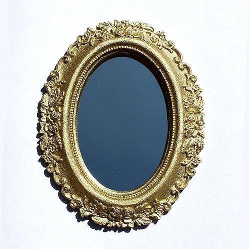 582 - Espelho com moldura oval