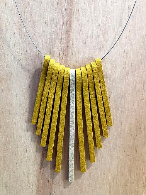 Colar Tiras de couro amarelo