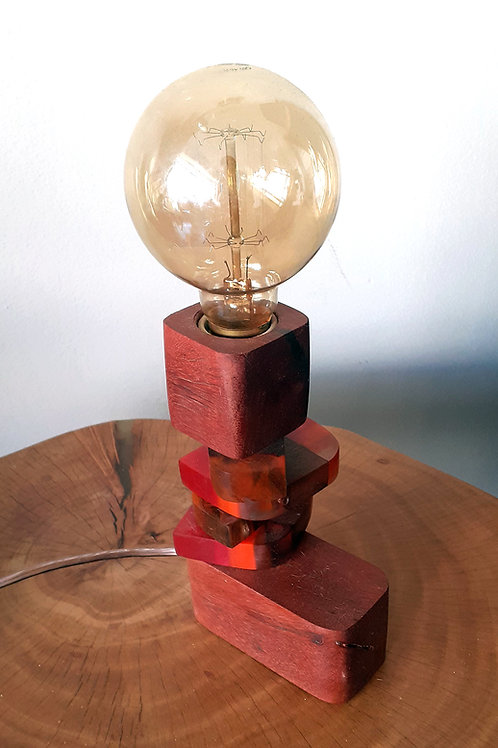 Luminária em madeira de demolição e Resina