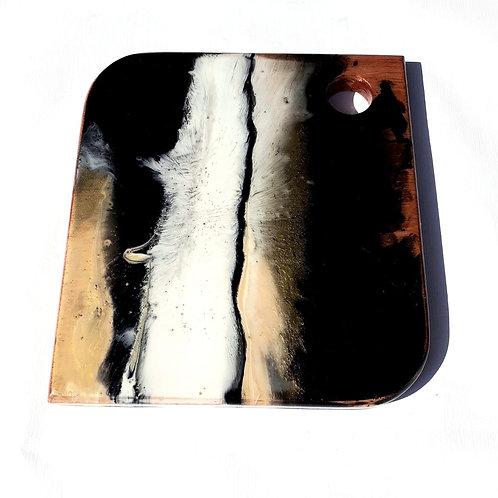 Tábua Em Cedrinho com aplicação em Resina 28x26 cm