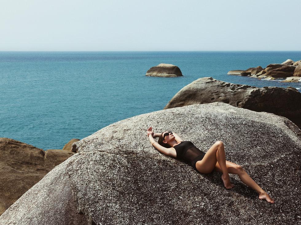 Donna dalla spiaggia