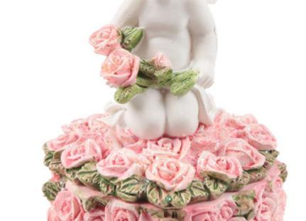 Boîte à bijoux chérubin avec son bouton de roses