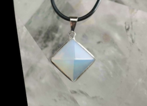 Pendentif en opale monture argent