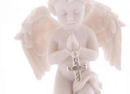 Ange Priant avec une Croix