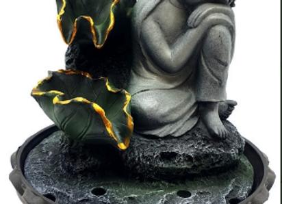 Fontaine résine Bouddha couché sur genou et cascade