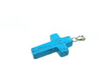 Pendentif croix en turquoise