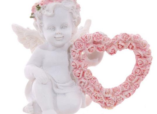Chérubin avec coeur de roses