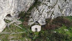 Scopri Piana degli Albanesi: chiese e cappelle rurali.