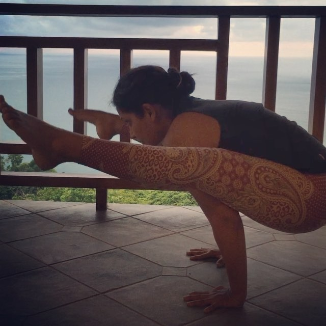 Yess !!!! Day 6 of #bringingflexyback is #tittibhasana #fireflypose first time attempt after the bab