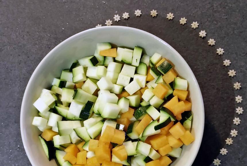 Stelline di farro semintegrale in brodo di carote e zucchine