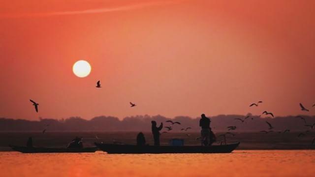 GANGA RIVER #varanasi #sunrise #india #graviolafilmes #volunteervacations  _volunteervac __natgeobra