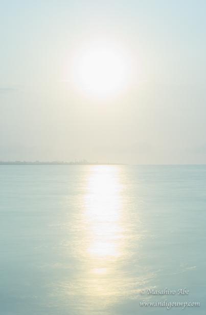 南の島にのぼる朝日